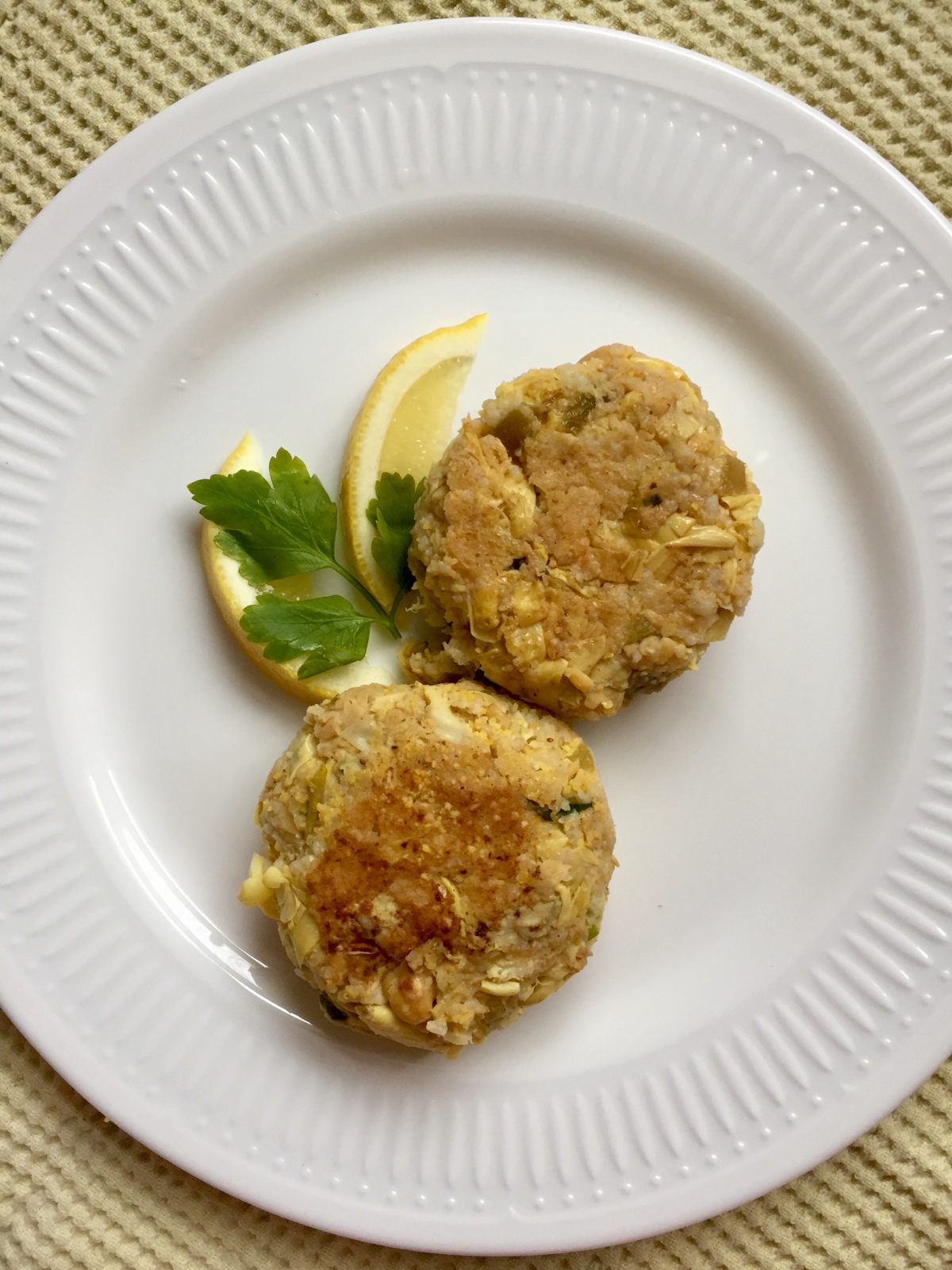 Fish-like Cakes with Chickpeas and Artichoke Hearts